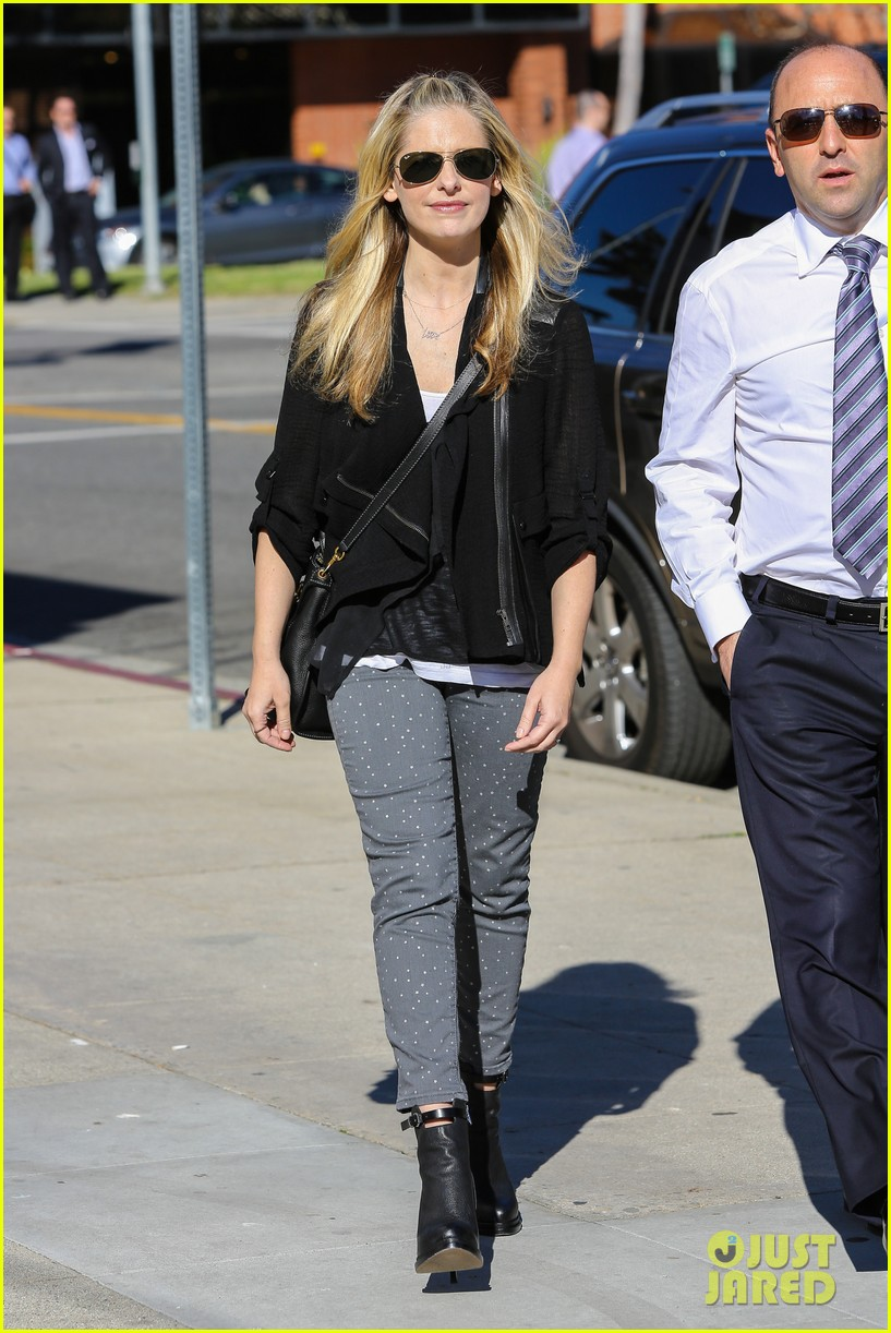 sarah michelle gellar tavern thursday lunch 03