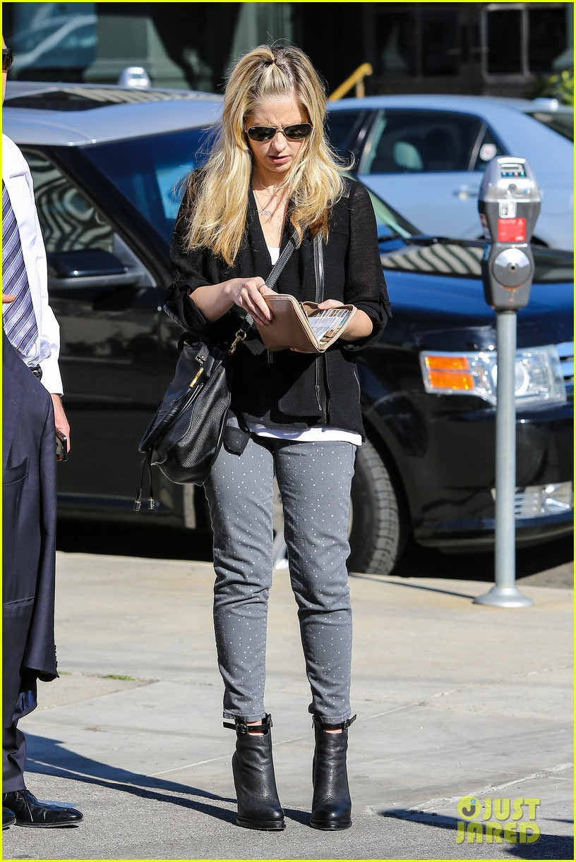sarah michelle gellar tavern thursday lunch 14
