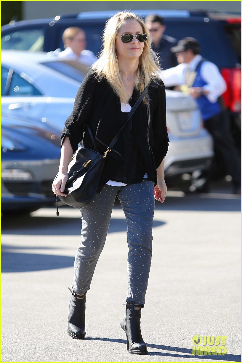 sarah michelle gellar tavern thursday lunch 16