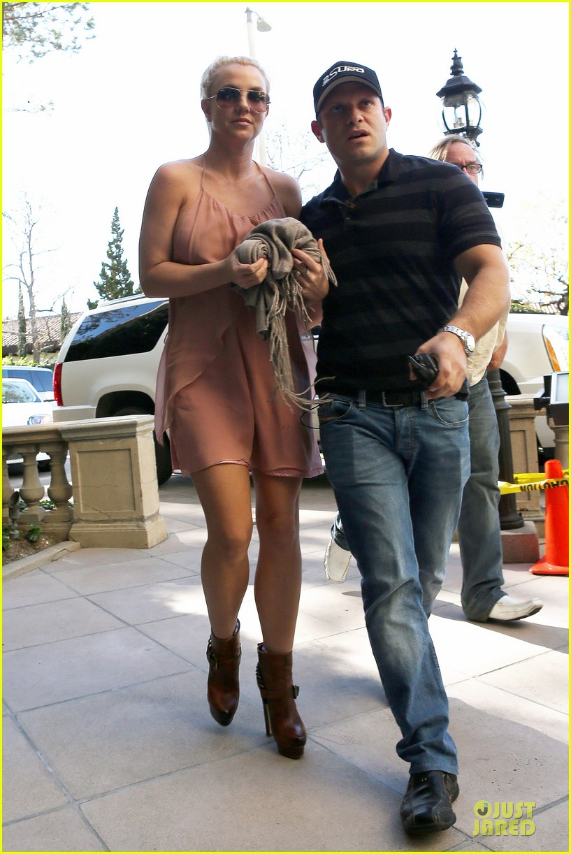 britney spears escorted lunch in los angeles hotel 142794851