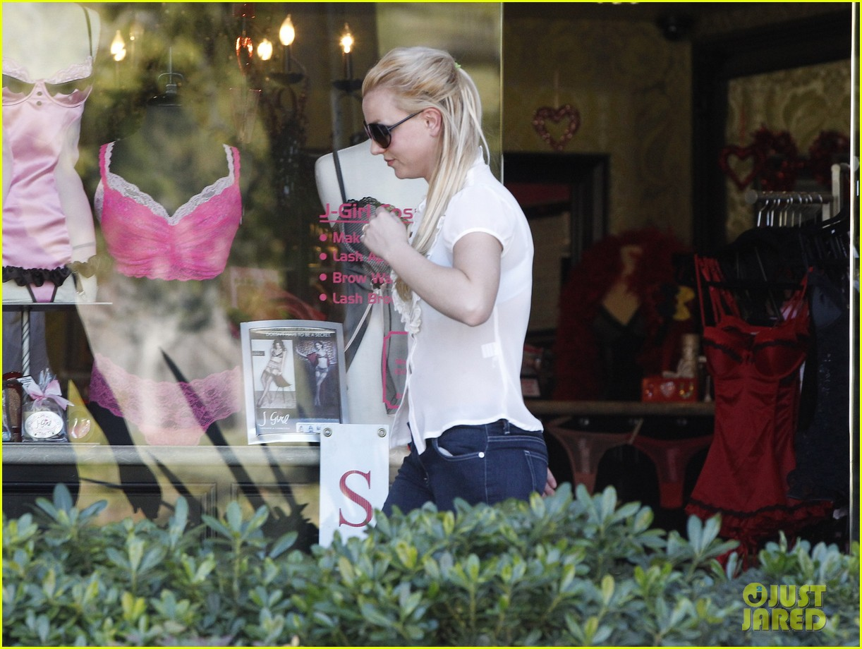 britney spears smiles after split 072796252
