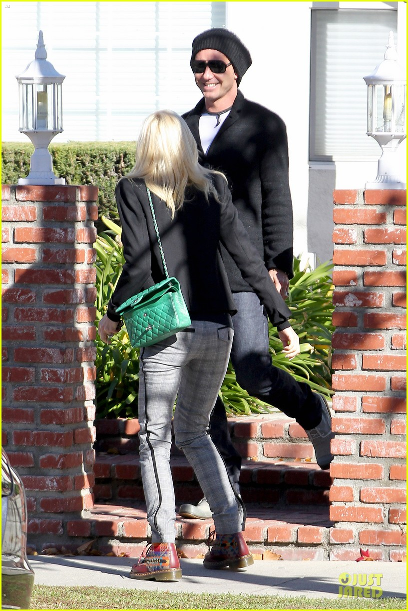 gwen stefani & gavin rossdale winter coffee couple 132786332