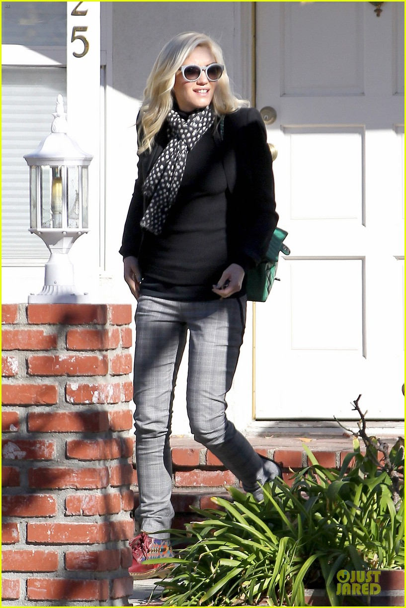 gwen stefani & gavin rossdale winter coffee couple 21