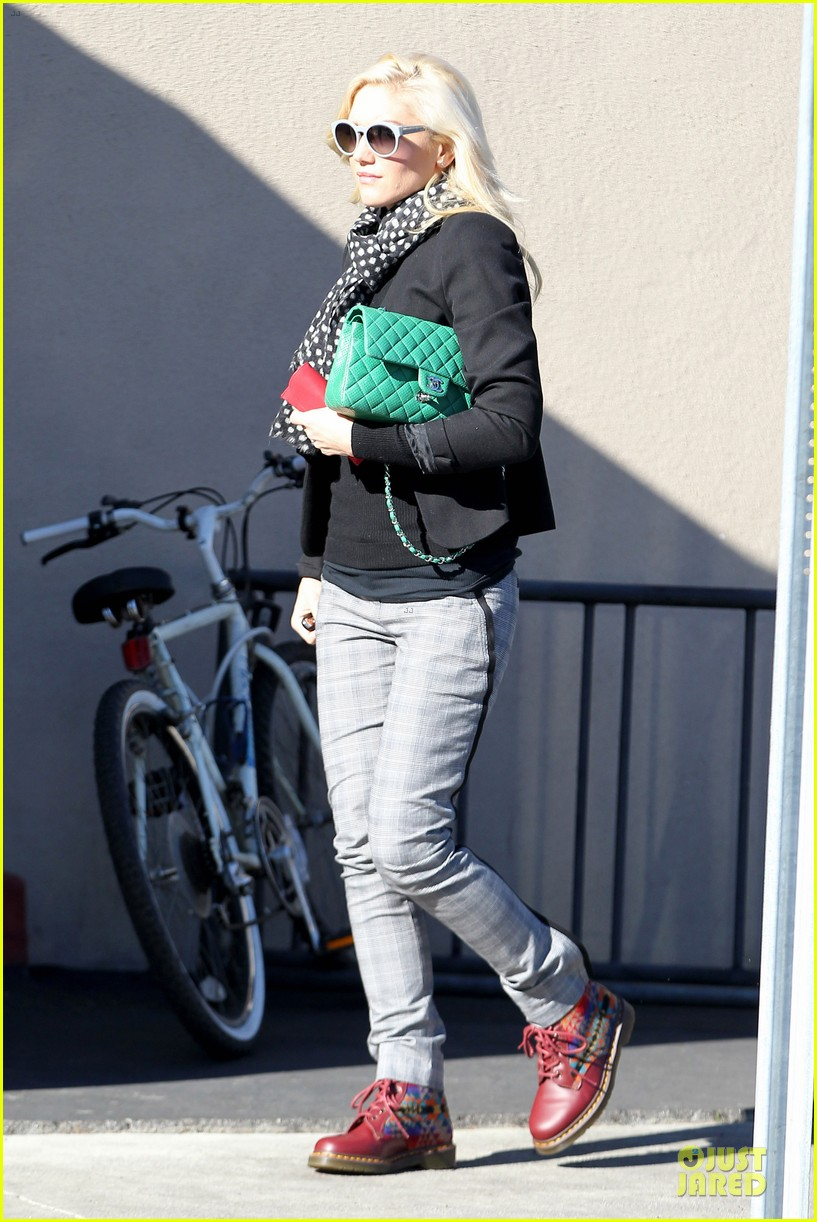 gwen stefani & gavin rossdale winter coffee couple 222786341