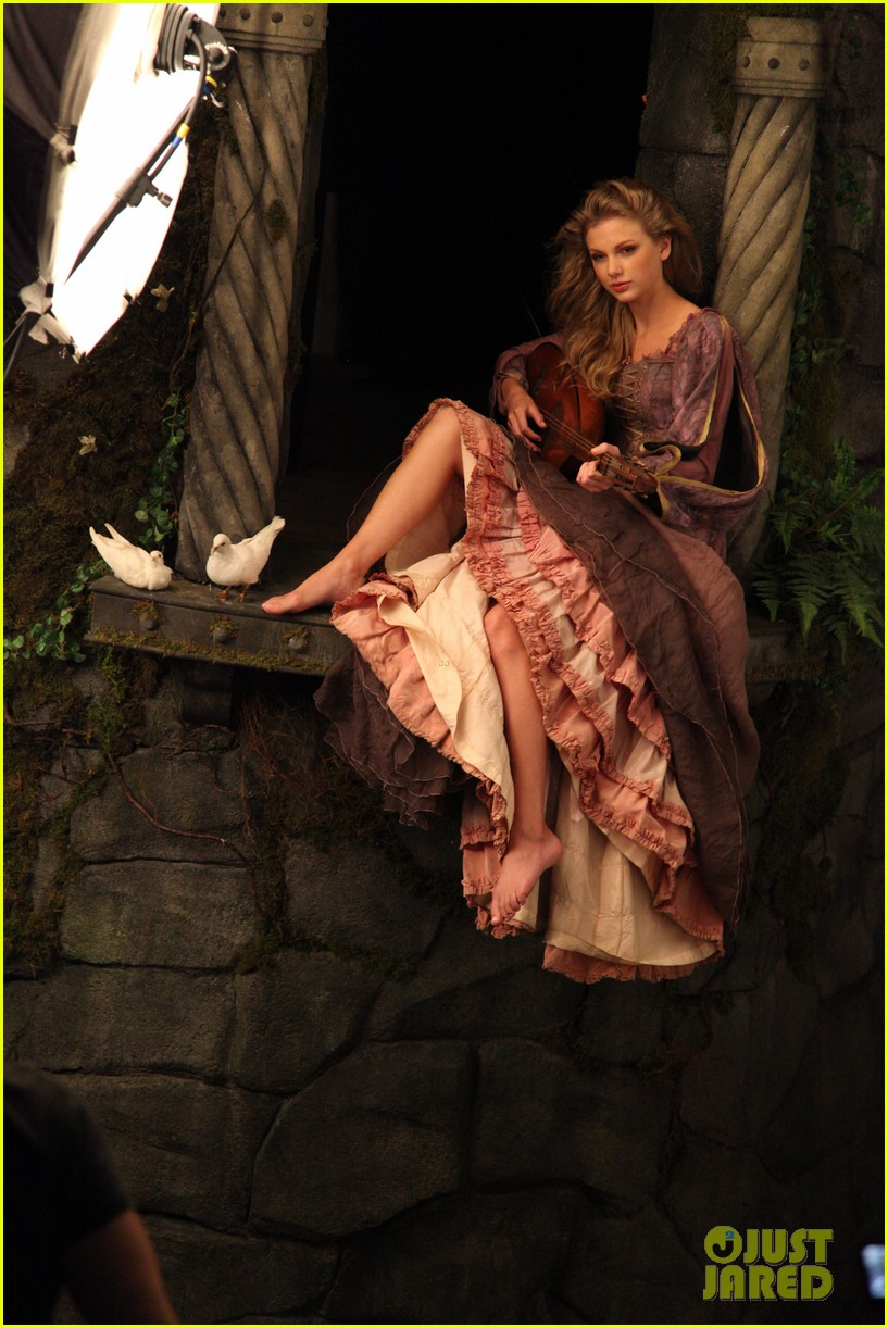 taylor swift rapunzel for disney dream 012797371