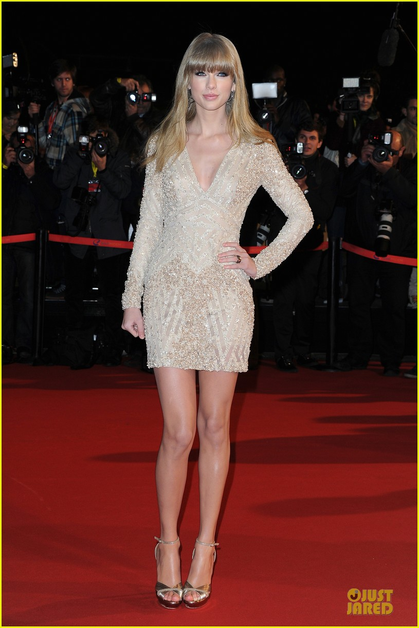 taylor swift nrj music awards 2013 red carpet 03
