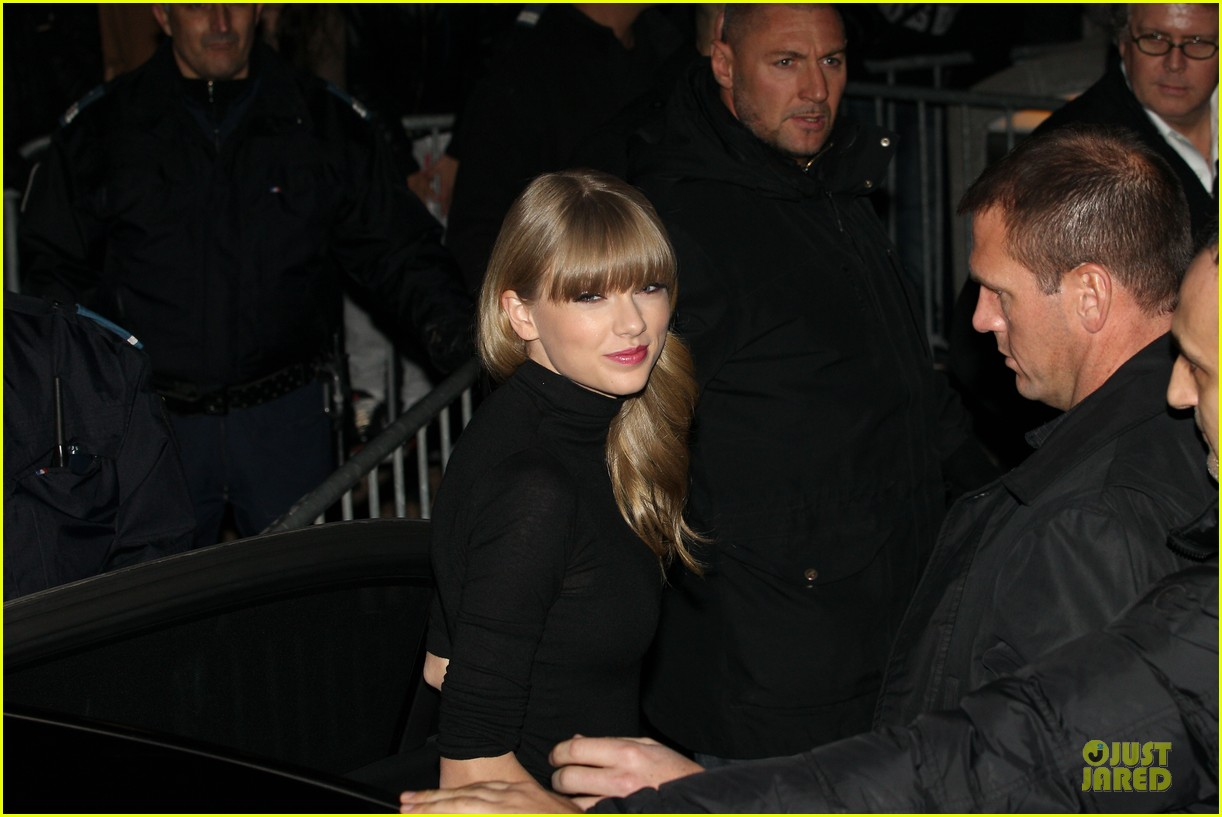 taylor swift nrj music awards 2013 red carpet 04