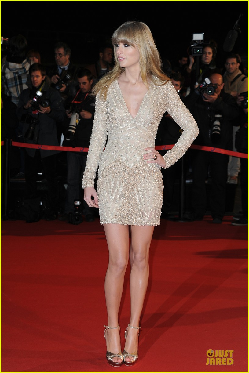 taylor swift nrj music awards 2013 red carpet 06