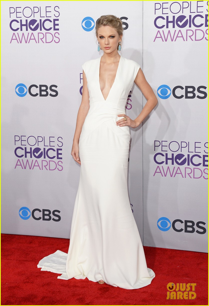 taylor swift peoples choice awards 2013 red carpet 03