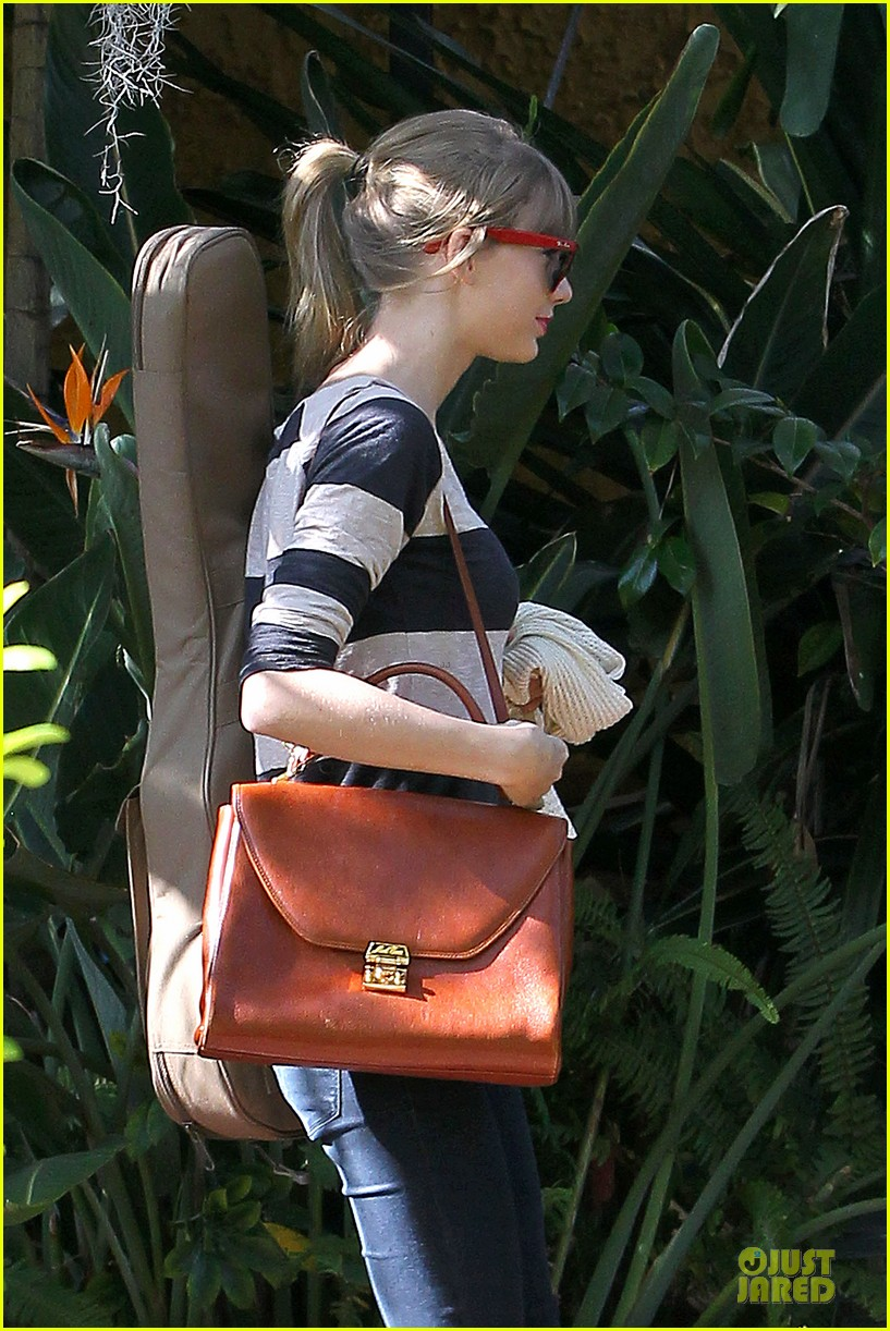 taylor swift back in the studio 082789540