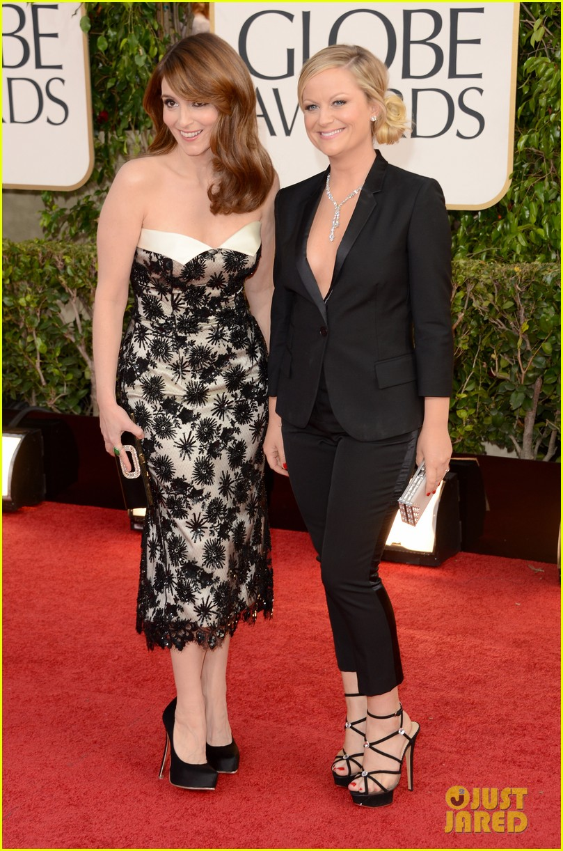 tina fey amy poehler golden globes 2013 red carpet 02