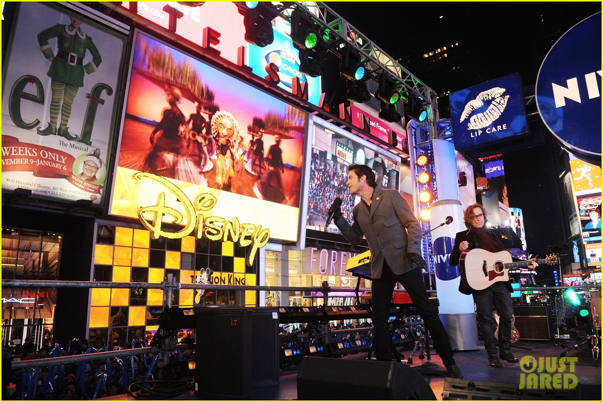 train new years eve performance in times square 10