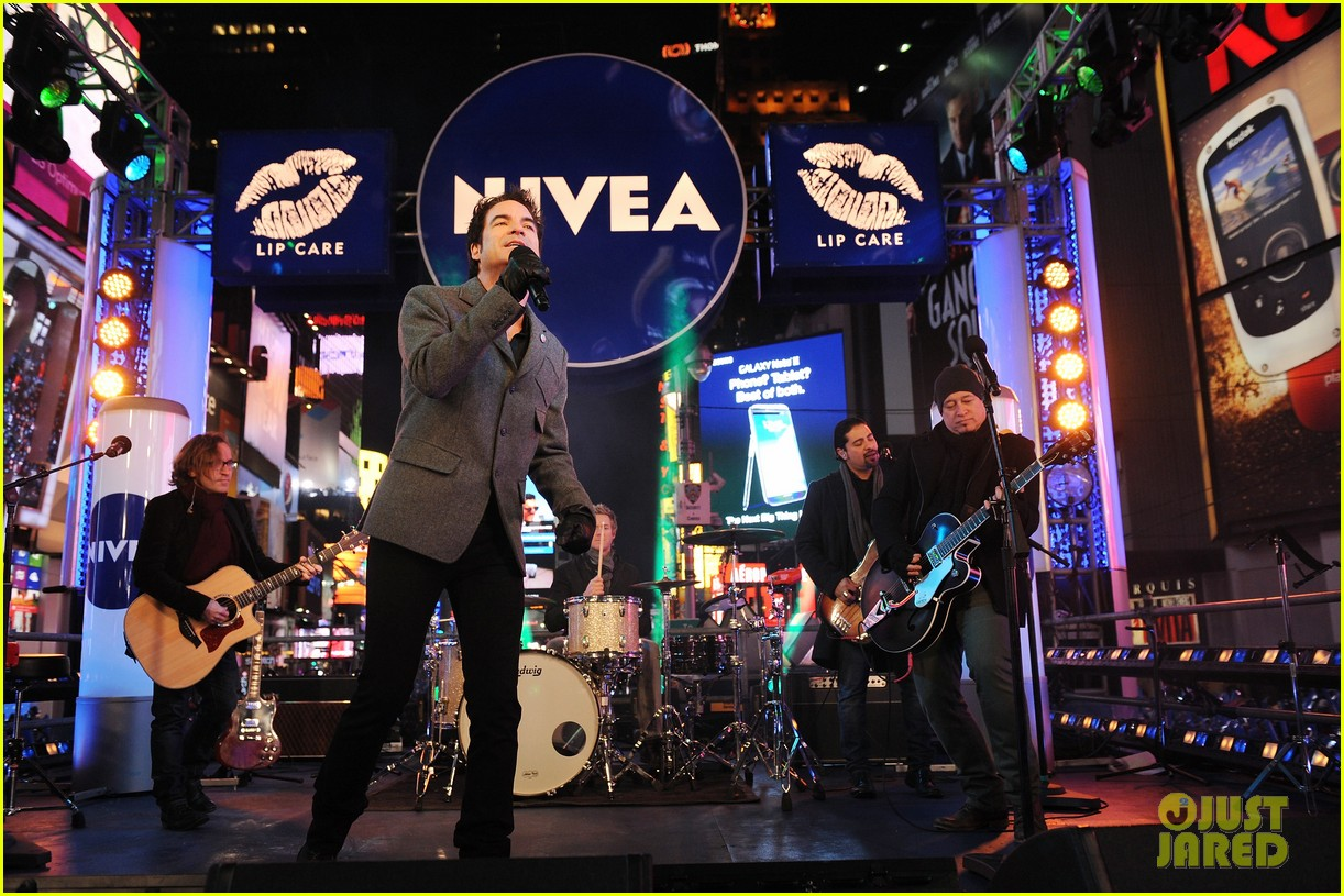 train new years eve performance in times square 12