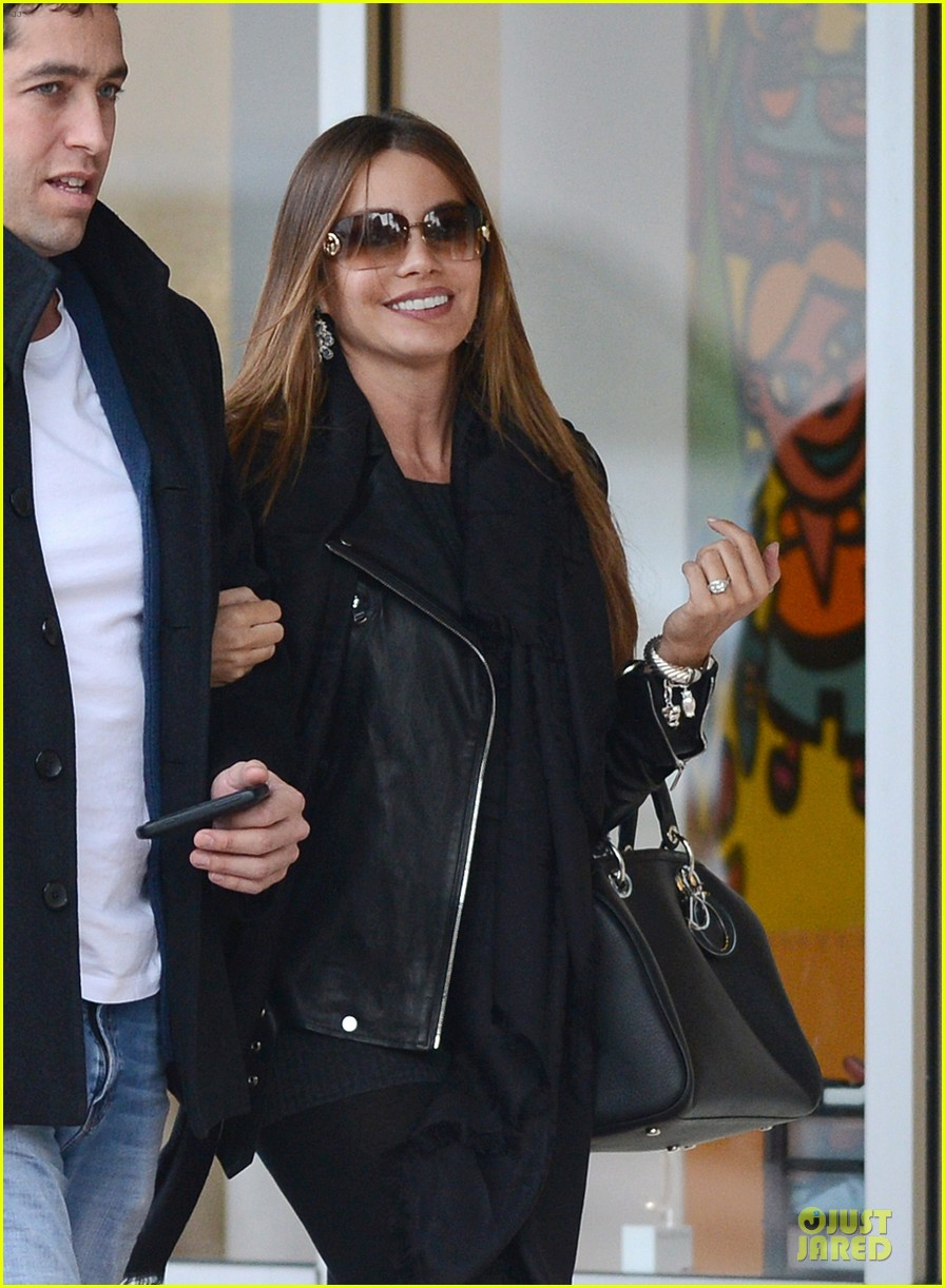 sofia vergara & nick loeb mall shopping couple 02