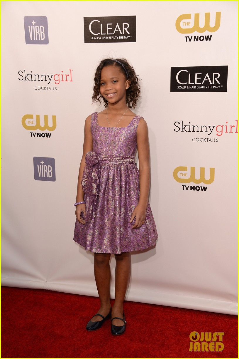 quvenzhane wallis accepts critics choice award with iphone speech 01