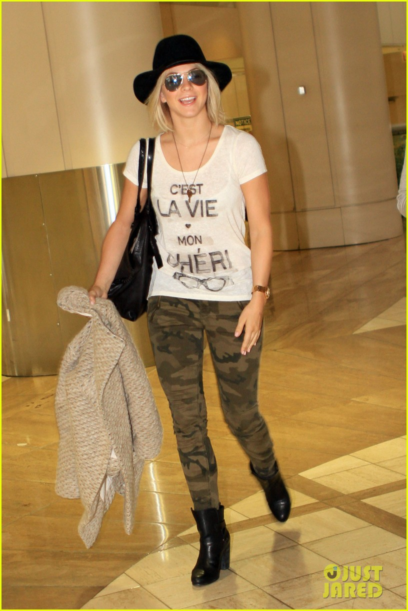 kate walsh julianne hough lax ladies 02