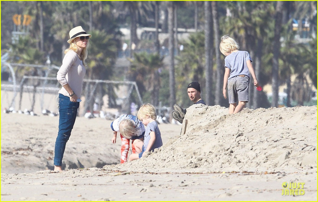 naomi watts beach day with the boys 162799035