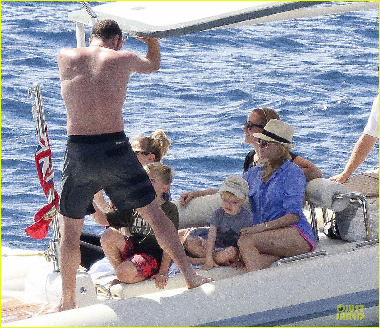 naomi watts boat ride with shirtless liev schreiber 01