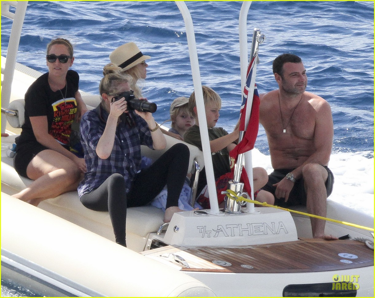 naomi watts boat ride with shirtless liev schreiber 04
