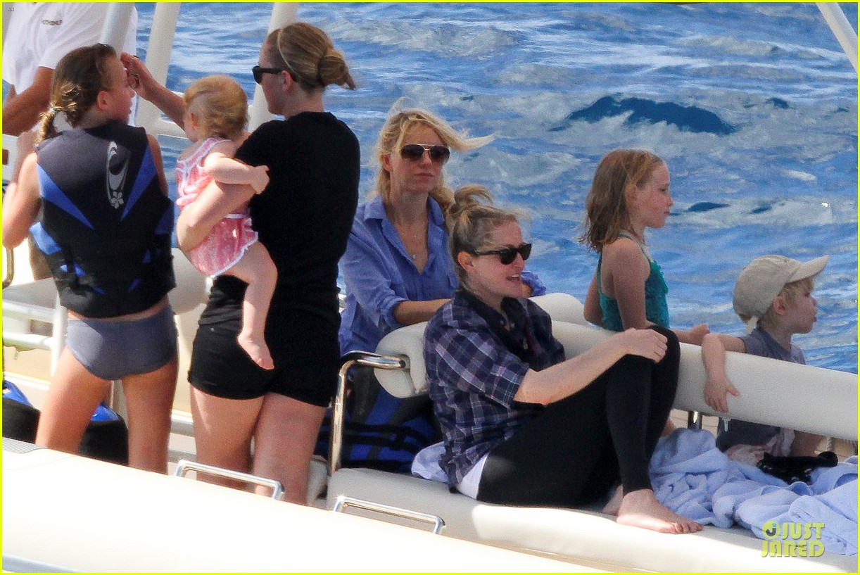 naomi watts boat ride with shirtless liev schreiber 11
