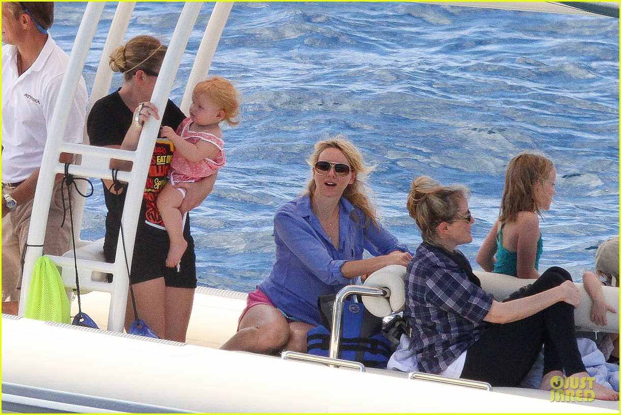 naomi watts boat ride with shirtless liev schreiber 13