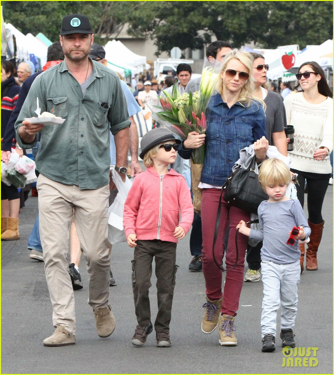 naomi watts liev schreiber farmers market with the kids 10