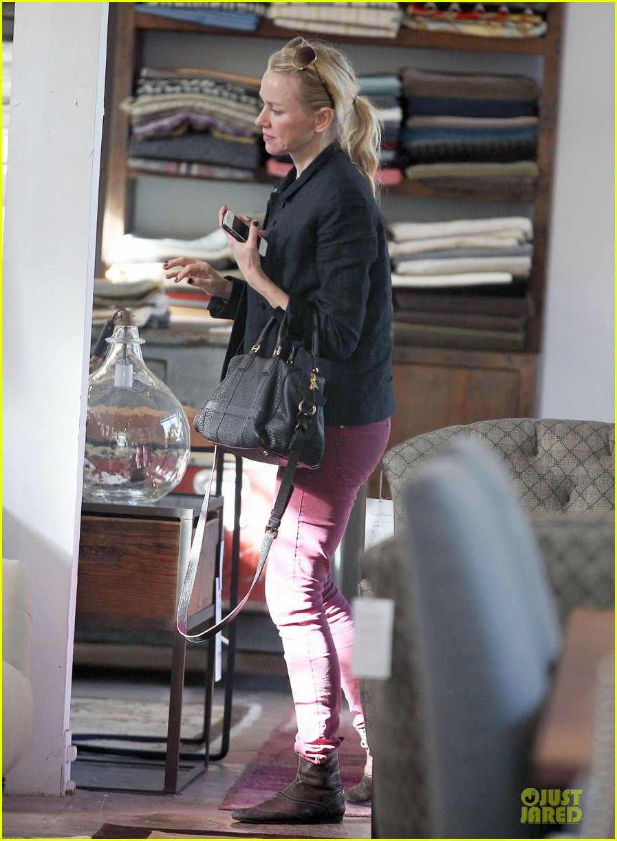 naomi watts grocery shopping with sasha 052800551
