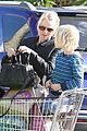 naomi watts grocery shopping with sasha 17