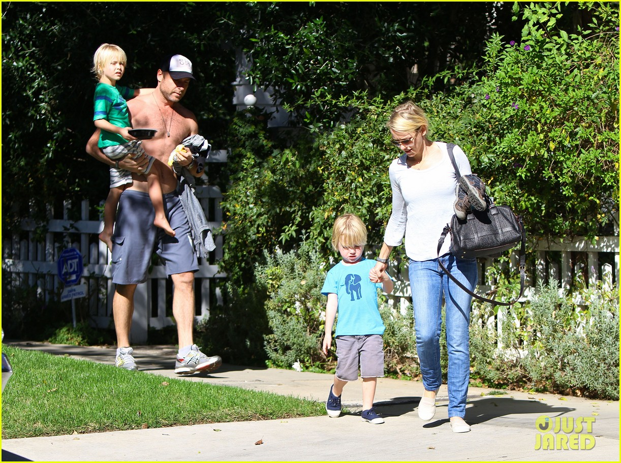 naomi watts liev schreiber sunday with kids 09