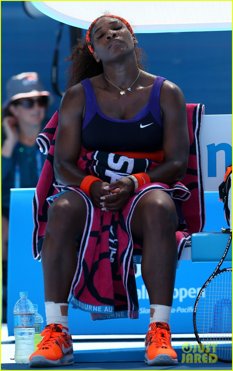 serena williams reveals swollen ankle after breaking racquet 13