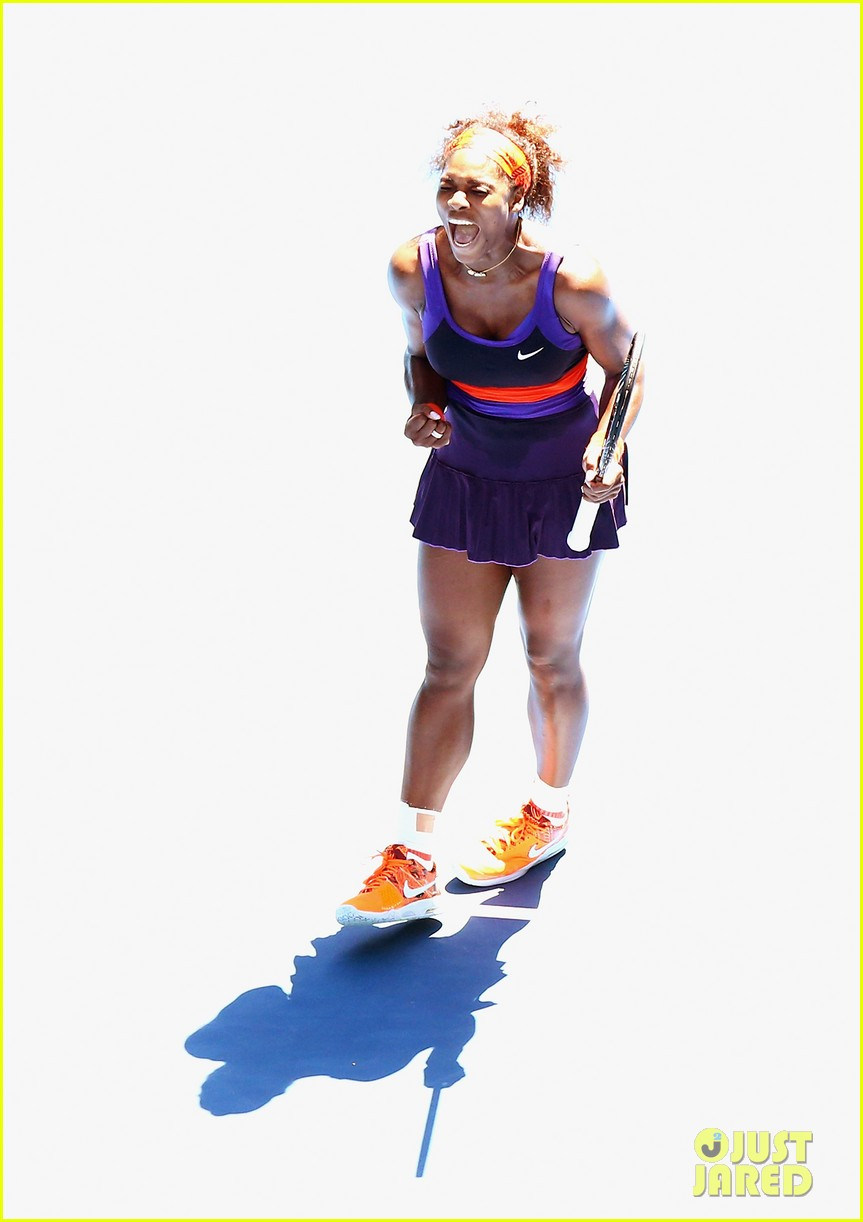 serena williams reveals swollen ankle after breaking racquet 17