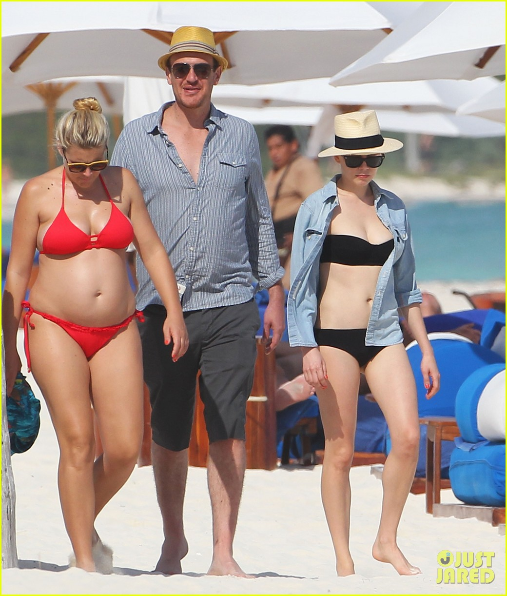 michelle williams busy phillips bikini beach gals with jason segel 01