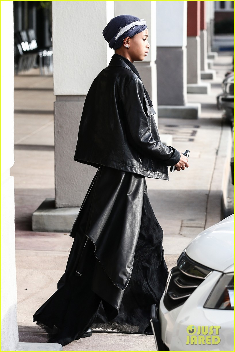 willow smith layers her leather 032797360