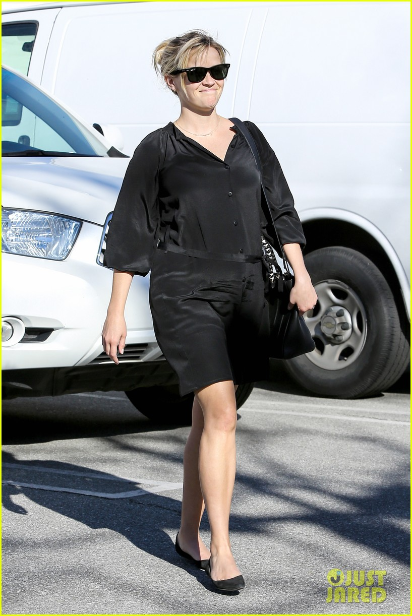 reese witherspoon sugarfish sushi lunch 152793910