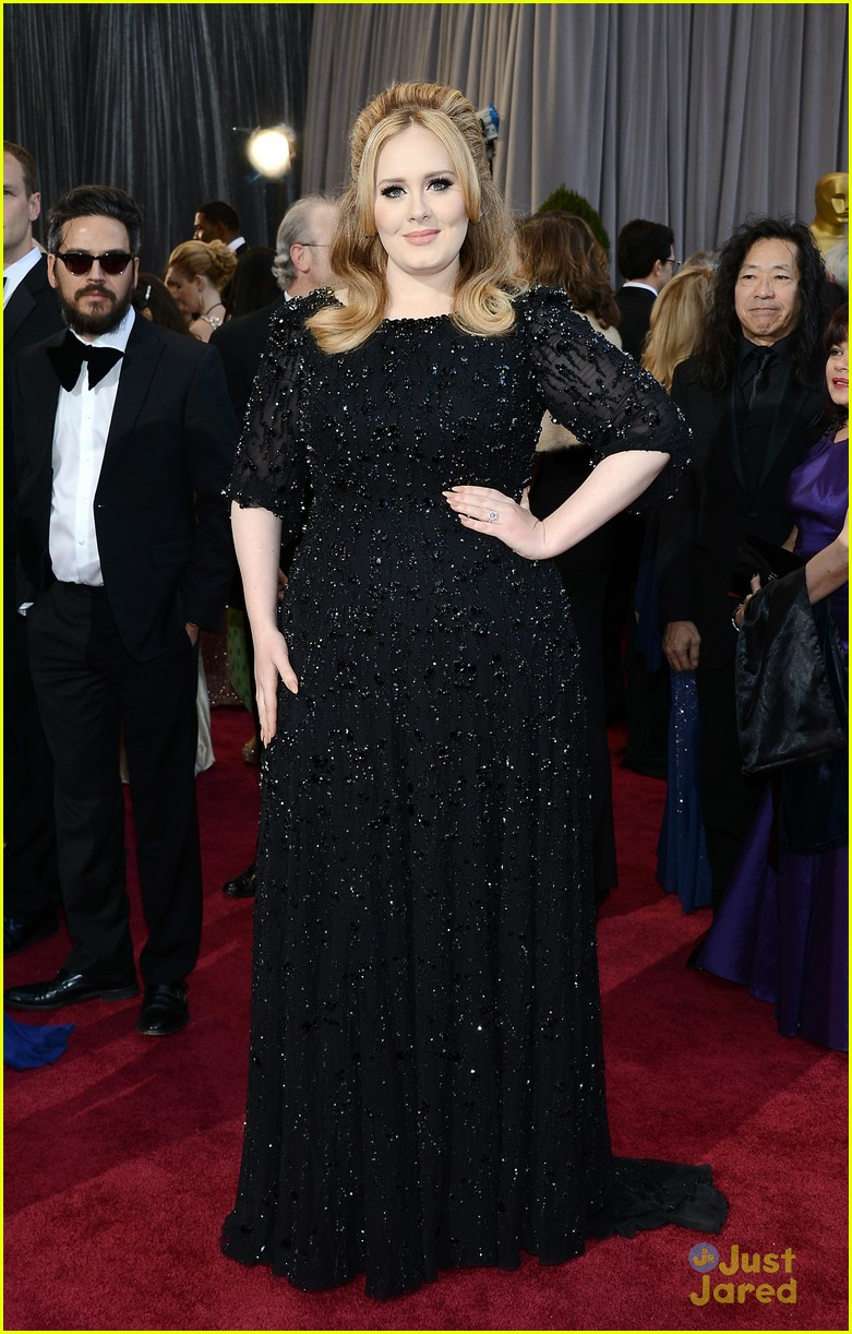adele oscars red carpet 2013 03