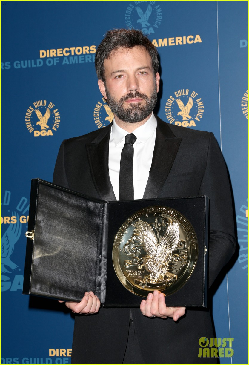 ben affleck wins dga award 2013 despite oscar snub 02