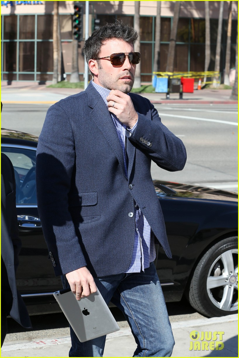 ben affleck shaves beard post oscar win first pictures 03