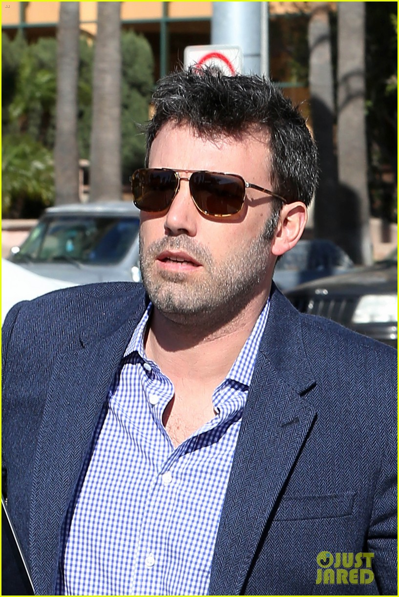 ben affleck shaves beard post oscar win first pictures 09