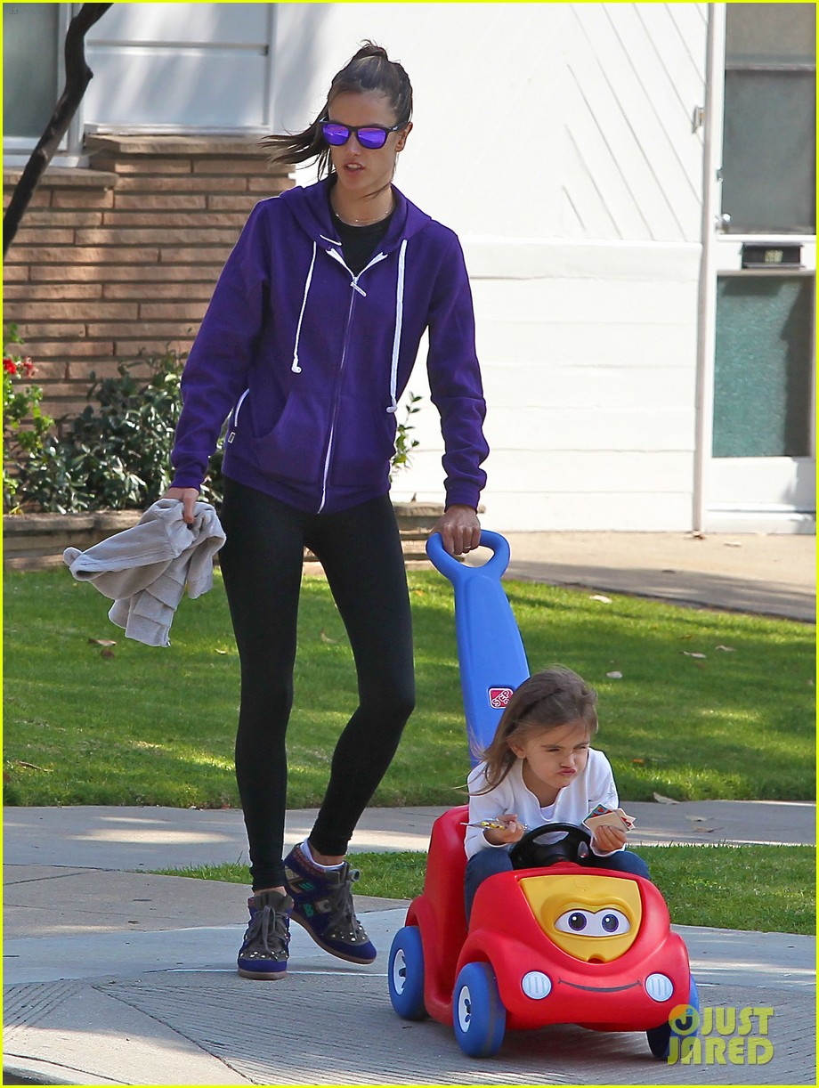 alessandra ambrosio park day with the family 25