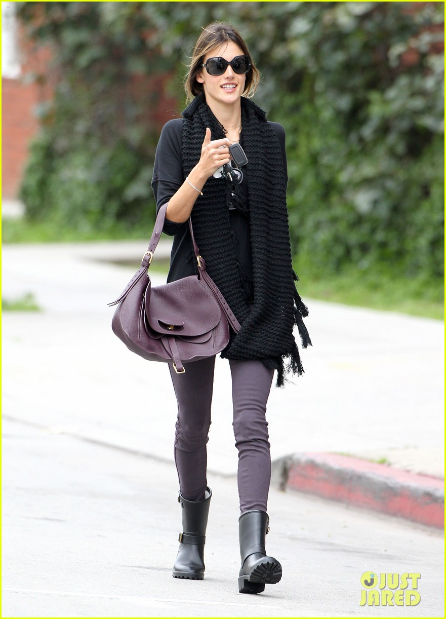 alessandra ambrosio park day with the family 27
