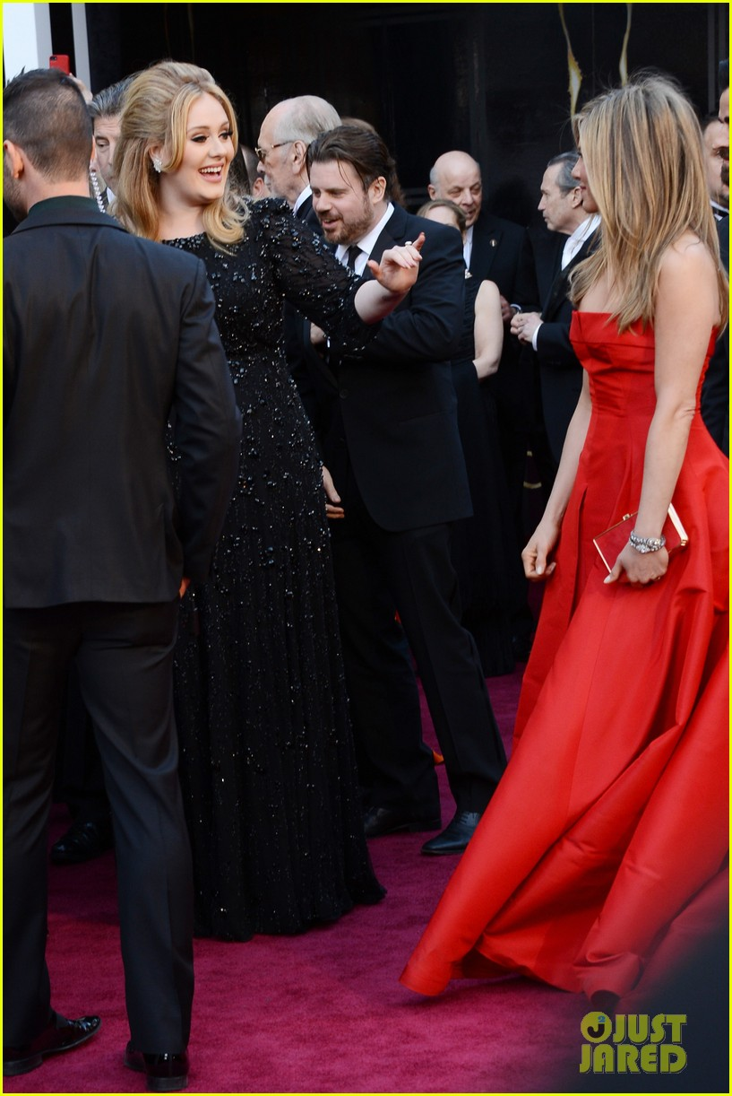 jennifer aniston oscars 2013 with justin theroux 02