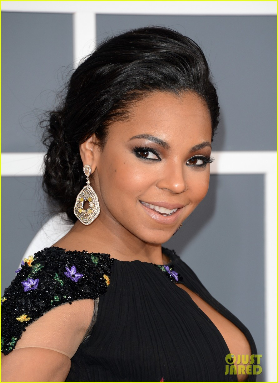 ashanti grammys 2013 red carpet 08