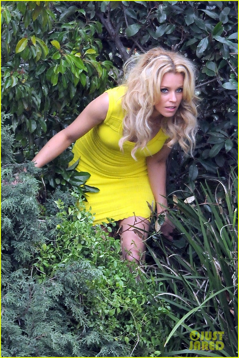 elizabeth banks super fun times on walk of shame set 02