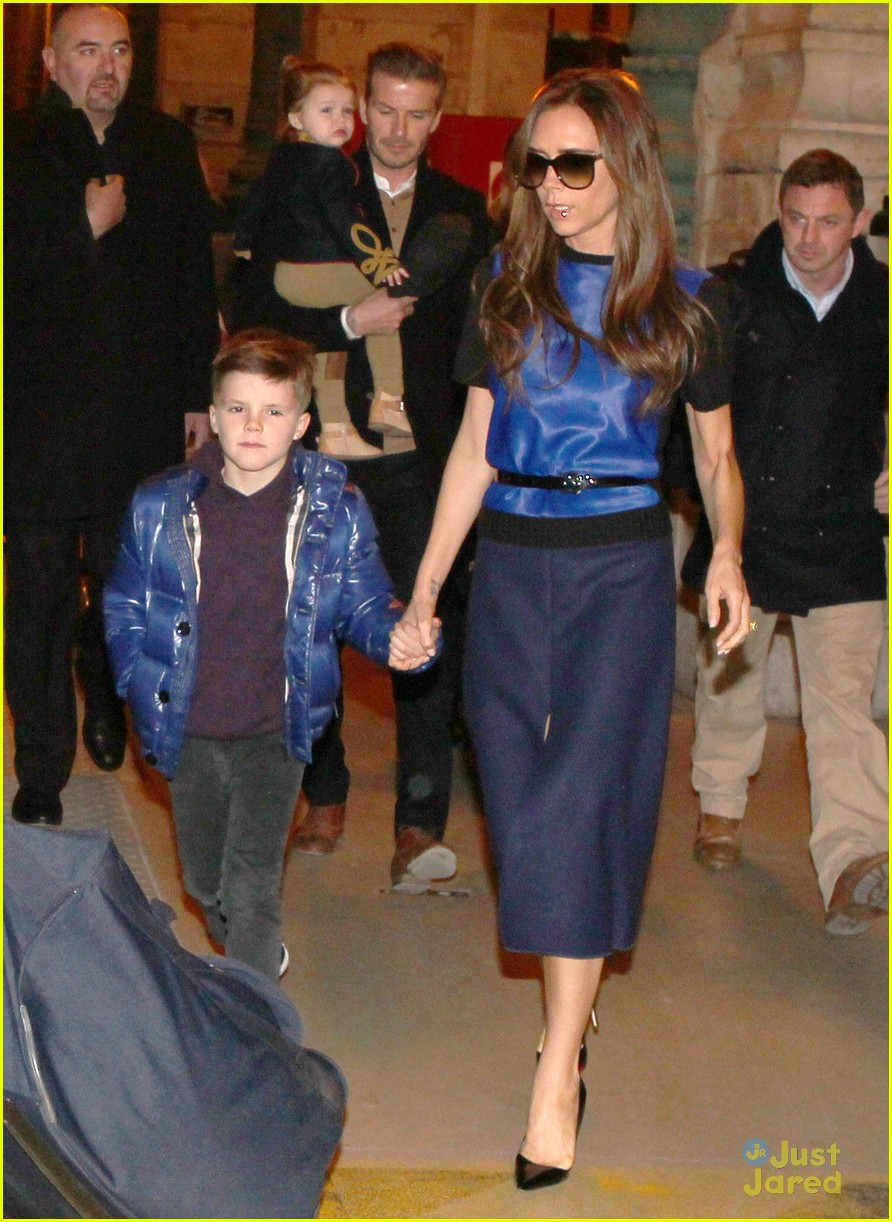 victoria david beckham eurostar trip to paris with the kids 19