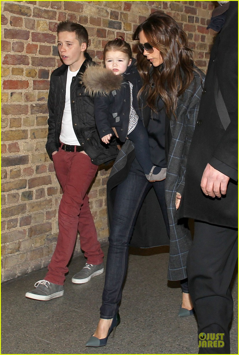 victoria beckham harper london eurostar arrival with brooklyn 032817736