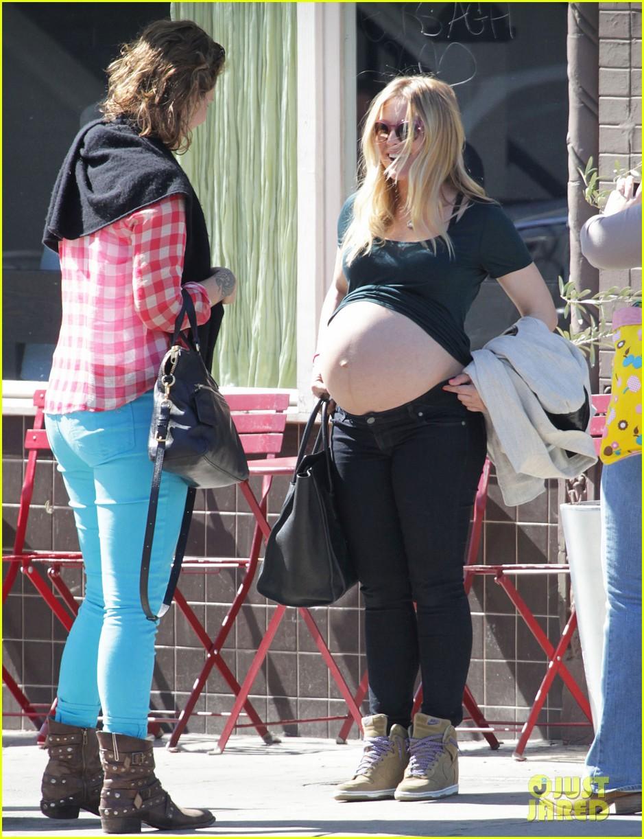 kristen bell bares nude baby bump in public 012821852