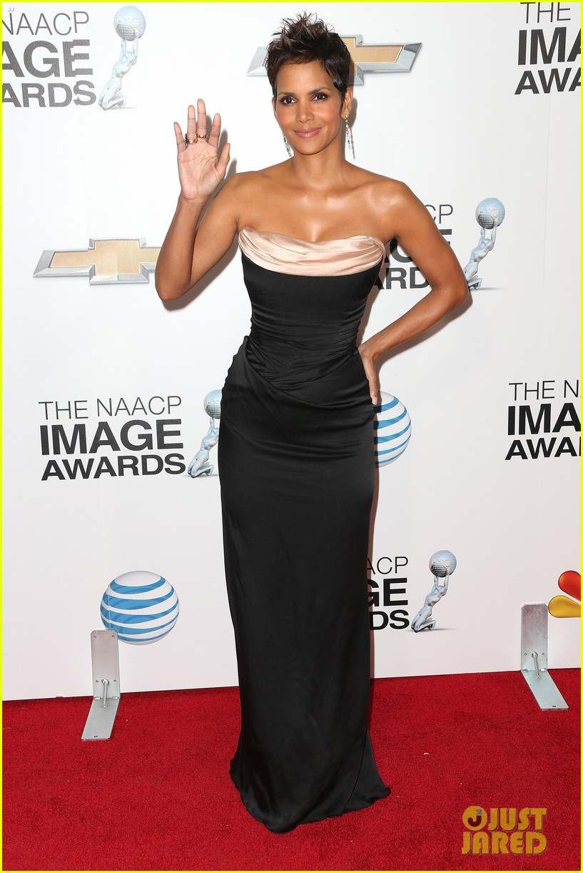 halle berry naacp image awards 2013 red carpet 03