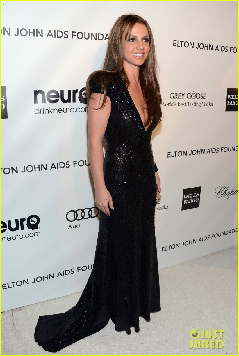 britney spears brown hair at elton john oscars party 2013 01