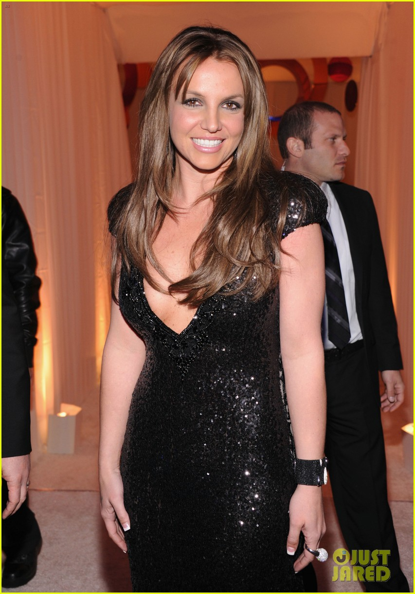 britney spears brown hair at elton john oscars party 2013 06