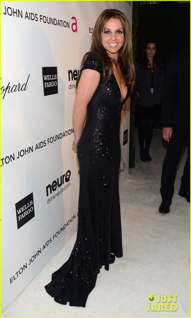 britney spears brown hair at elton john oscars party 2013 12